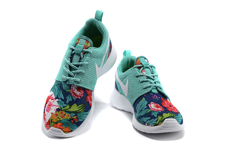Womans Nike Roshe Run Flyknit Sneakers
